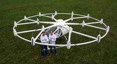 2人乗りの電動クアッドコプター、飛行実験に成功 «  WIRED.jp