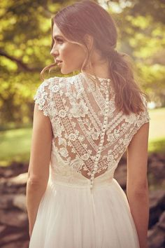 Watch out for boho brides: the Lillian West Fall Winter 2019 collection is here! Watch out for boho brides: the Lillian West Fall Winter 2019 collection is here! brautkleider h Boho brides collection Fall lillian watch West winter winteranime wint Lillian West, Boho Wedding Dress With Sleeves, Boohoo Wedding Dress, Vintage Boho Wedding Dress, Short Lace Wedding Dress, Lace Dress Styles, Bridal Gowns, Wedding Gowns, Wedding Blog