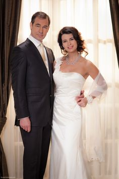 Ludo & Janine from Good Times Bad Times (Dutch soap) - look at that dress! Good Times Bad Times, Bad Timing, Celebrity Weddings, Romance, Hollywood, Celebrities, Wedding Dresses, Image, Collection