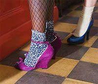 sapatos e meias dos anos 80