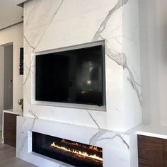 modern fireplace ideas Discover the charm of electric and gas burning flames with the top 60 best linear fireplace ideas. Explore modern and contemporary home interiors. Mounted Fireplace, Tv Above Fireplace, Linear Fireplace, White Fireplace, Marble Fireplaces, Modern Fireplace, Brick Fireplace, Fireplace Design, Fireplace Ideas