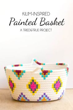 Kilim-Inspired Painted Basket in Three Easy Steps! – DIY Candy This Kilim-Inspired painted basket tutorial is an easy way to try out a fun new color palette quickly and inexpensively. It's so simple to make! Diy Ombre, Diy Gifts To Make, Diy Crafts How To Make, Rope Crafts, Fun Crafts, Creative Crafts, Diy Kilim, Diy Gifts For Christmas, Holiday Gifts