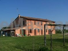 Agriturismo La Lenticchia Selbagnone frazione di Forlimpopoli Agriturismo La Lenticchia is set in Selbagnone, 41 km from Rimini and 50 km from Riccione. All rooms include a private bathroom equipped with a bidet. You will find luggage storage space at the property.