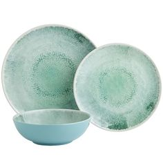 They may be called Waterway, but they will definitely serve as a gateway to delightful dining occasions. Made from melamine and saturated with a vibrant burst of color, our plates make an ideal companion for your dinner party—indoors or out.