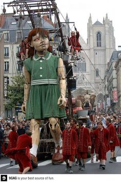 Giant mechanical marionette operated by the Royal de Luxe street theater company...dude,