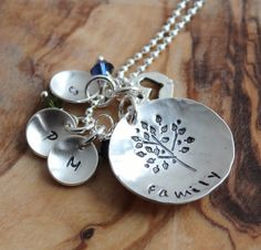 Personalized Family Tree Initial Necklace  door 2sistershandcrafted, $68.00