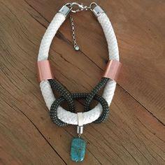 Pra finalizar o Finde!! Mais uma novidade Mara Thomazetto ❤️❤️ #marathomazettoacessorios #marathomazetto #colar #maxicolar #inspiração #tendencia #trend #necklace #style #fashion #fashionstyle #acessoriosdamoda
