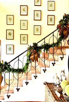 I try not to use many faux decorations so I hate to decorate too early. Natural Christmas decorations can be gathered from your backyard or foraged from your neighbors. Mix evergreens, with twigs,… Natural Christmas, Christmas Home, Christmas Wreaths, Christmas Staircase, Christmas Topper, Vegan Christmas, Rustic Christmas, Christmas Presents, Vintage Christmas