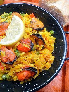 Con sabor a canela: Arroz con mejillones Mexican Food Recipes, Vegetarian Recipes, Ethnic Recipes, My Favorite Food, Favorite Recipes, Spanish Food, Mussels, Cobb Salad, Risotto