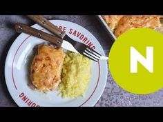 Sajtos-tejfölös tepsis karaj | Nosalty - YouTube Salty Foods, Gourmet Recipes, Macaroni And Cheese, French Toast, Bacon, Curry, Goodies, Food And Drink, Pork