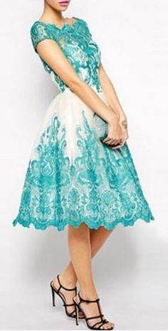 Quelle belle robe et quelle belle couleur!