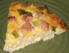Make ahead and freeze this easy breakfast egg casserole recipe. It is hearty enough to serve for dinner. The cheesy potatoes are topped with ham, green onion and a tasty egg mixture. Breakfast Egg Casserole, Breakfast Bowls, Breakfast Ideas, Breakfast Cake, Greek Yogurt Breakfast, Breakfast Crockpot Recipes, Tummy Yummy, Crock Pot Cooking, Freezer Cooking