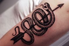 What does snake tattoo mean? We have snake tattoo ideas, designs, symbolism and we explain the meaning behind the tattoo. Badass Tattoos, Life Tattoos, Cool Tattoos, Kobra Tattoo, Snake Tattoo Meaning, Ink Addiction, Creative Tattoos, Tattoo Blog, Tattoo Ink