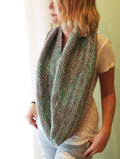 seed stitch infinity scarf - free pattern
