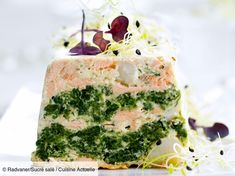 Recipe Saint-Jacques and salmon terrine. Ingredients people): 400 g of skinless salmon steaks, 500 g of spinach in branches, a dozen scallops without coral … – Discover all our meal ideas and recipes on Current Cuisine Salmon Recipes, Fish Recipes, Healthy Recipes, Salmon Terrine, Gluten Free Puff Pastry, Seafood Appetizers, Saint Jacques, Xmas Food, Food Trends