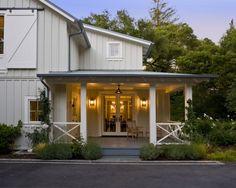 Best Decor Hacks : Description traditional porch by Arcanum Architecture Modern Farmhouse Porch, Farmhouse Front Porches, Modern Farmhouse Design, Farmhouse Style, Modern Barn, White Farmhouse, Rustic Style, Country Style, Traditional Porch