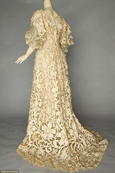 Trained Battenburg Lace Gown c. 1905 gown of heavy cream cotton tapes elaborately worked, Val lace trim, and turquoise buttons Beautiful Costumes, Beautiful Outfits, Beautiful Clothes, Vintage Gowns, Vintage Outfits, Edwardian Fashion, Vintage Fashion, 1914 Fashion, Evening Dresses For Weddings