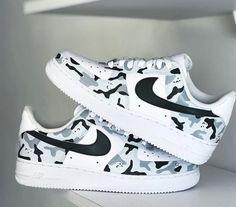 Custom Painted Shoes, Custom Shoes, Jordan Shoes Girls, Nike Shoes Air Force, White Nike Shoes, Aesthetic Shoes, Sneaker Art, Hype Shoes, Fresh Shoes