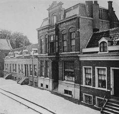 Rotterdam - Havenstraat. De apotheek aan de westzijde van de Havenstraat 183 van J.A.M. Vuylsteke