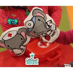 Süsse Handpuppen aus Baumwolle mit der Ärzte und Krankenschwestern - Plotterdatei von Céline Adekunle Design.