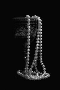 Pearl And Lace, Pearl White, Black White Photos, Black And White Photography, Bling Bling, Raindrops And Roses, Shotting Photo, Jewelry Photography, Black Backgrounds