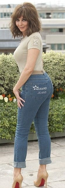 Older milf yoga pants ass