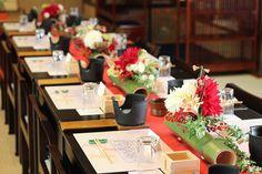 kukka design クッカデザイン 東京三軒茶屋 ブーケ・会場装花・ウェディングフラワー | 紅白のダリアとマムの和風会場装花