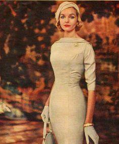 New moda vintage retro ideas neckline Ideas Look Retro, Look Vintage, Vintage Vogue, Vintage Glamour, Vintage Beauty, Fashion Vintage, 50s Glamour, Unique Vintage, Retro Vintage