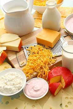 Dairy products on a table Super Healthy Recipes, Healthy Foods To Eat, Healthy Dinner Recipes, Healthy Life, Diet Recipes, Healthy Snacks, Healthy Living, Healthy Teeth, Ulcerative Colitis Diet