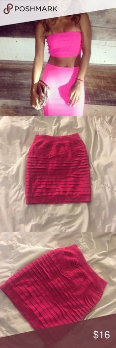 💕 Hot pink high waisted mini skirt Hot pink high waisted mini skirt  Medium  Stretchy, spandex material, ribbed  Mini skirt  Pencil  NWOT Skirts Mini