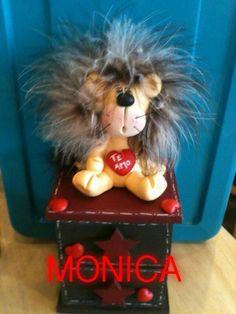 Cajonera con leon san valentin Monica
