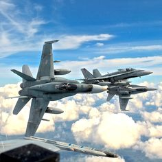 Canadian Hornets The will be considered in an upcoming competition for new fighter jets to replace the Hornets Military Jets, Military Weapons, Military Aircraft, Air Fighter, Fighter Jets, Reactor, War Jet, F 16 Falcon, Fighter Aircraft