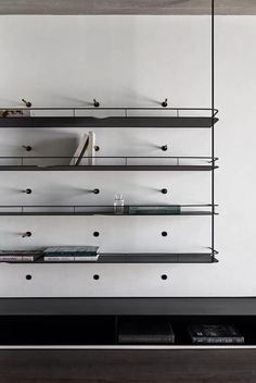 Modern metal shelving system with integrated bookends - Home Professional Decoration Shelving Design, Bookshelf Design, Shelving Systems, Wall Shelving, Modern Shelving, Cabinet Furniture, Furniture Design, Joinery Details, Interior Architecture