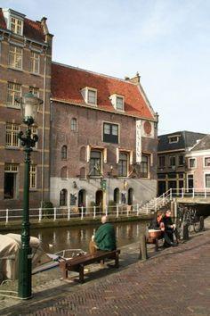 Het Nationaal Biermuseum De Boom is gevestigd in het historische pand van voormalige #brouwerij De Boom, vlakbij de beroemde #kaasmarkt.