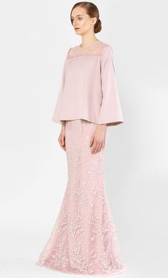 The Kurung Kedah with Full Sakura Lace in Rose Muslim Fashion, Hijab Fashion, Fashion Dresses, Traditional Fashion, Traditional Outfits, Lace Outfit, Dress Outfits, Baju Kurung Moden Lace, Malay Wedding Dress
