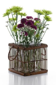8 - Spring flowers inside a knit basket that can be used in the living room Interior Design Images, Interior Design Magazine, Fresh Flowers, Spring Flowers, Knit Basket, Colorful Pillows, Flower Vases, Flower Decorations, Plants