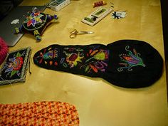 Lena & Malin stickar: Yllebroderi Sewing Case, Sewing Kit, Sewing Ideas, Wool Embroidery, Diy And Crafts, Detail, Inspiration, Tips, Embroidery