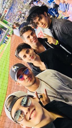 Cnco at game Memes Funny Faces, Funny Video Memes, Crazy Love, My Love, Five Guys, Christian Humor, Just Pretend, Latin Music, Ricky Martin