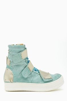 1890  Horrendous high top sneaker. The velcro idea is that of a toddler and the proportion of the ankle to the foot is ridiculously off. Fail.
