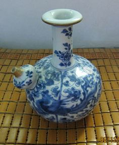 A beautiful Qing Kangxi blue and white kendi with phoenix and poeny motif. Ht. 20 cm. Artifact in good condition with good glaze but spout restored and two short hairline at the spout as highlighted. Shipping cost US$40.    Sale Price:  US $3,500