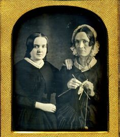Daughter and Mother Daguerreotype - c.1850 It sorta fascinates me to see old fashioned pictures where the young girls are plain or pudgy.
