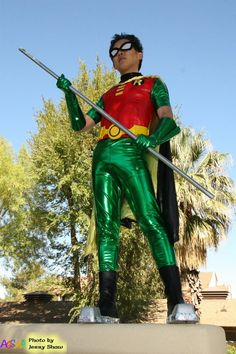 """A """"real life"""" Robin from Teen Titans! I'm not huge into comic tv shows, bu… A """"real life"""" Robin from Teen Titans! I'm not huge into comic tv shows, but my friend got me into Teen Titans. Cosplay Robin, Cosplay Dc, Robin Costume, Best Cosplay, Cosplay Teen Titans, Teen Titans Costumes, Teen Titans Robin, Teen Titans Go, Cool Costumes"""