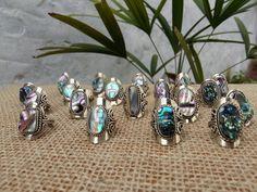 ✔Anéis de alpaca com abalone reguláveis R$17,90  ➖➖➖➖➖➖➖➖➖➖➖ ENVIAMOS PARA TODO BRASIL ➖➖➖➖➖➖➖➖➖➖➖ #acessorios #acessoriosboho #hippiechic #pedrasnaturais #abalone #vendasonline #lojavirtual #bohemian #verao2016 #estiloboho #conchasnaturais #sereias #mermaid #shell #moda #praia #beach #áneis #handmadejewelry #indianjewelry #alpaca #gypsystyle
