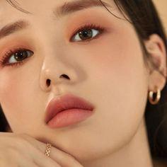 Makeup Korean Style, Asian Makeup Looks, Korean Eye Makeup, Korean Natural Makeup, Smokey Eye Makeup, Natural Beauty, Etude House, Makeup Trends, Makeup Inspo