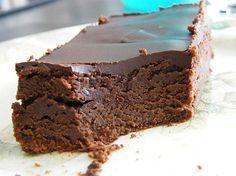 une tuerie 200g de chocolat noir pâtissier 250g de mascarpone 4 oeufs 75g de sucre glace 40g de farine Glaçage: 100g de chocolat noir à pâtissier 50g de beurre