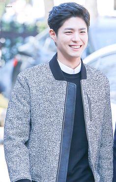 a literal angel : park bo gum : 사진 Korean Star, Korean Men, Korean Celebrities, Korean Actors, Park Bo Gum Wallpaper, Park Bogum, Lab, Love Park, Kim Jisoo