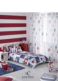 Habitacion juvenil de inspiración americana con estrellas, números en colores azul y rojo. Tejido Austral de Scenes de Vanico