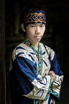 Indigenous People of Siberia Photographed for 'The World in Faces'  looks kind of ainu!