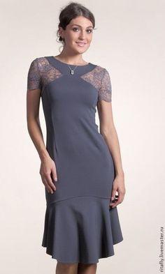 Купить или заказать 245: летнее платье кружевное, платье с воланом, платье с кружевом в интернет-магазине на Ярмарке Мастеров. Есть готовое на 42 размер - 6000 р Красивое кружевное платье из итальянского джерси с воланом понизу. Длина платья от талии 60 см. Платье застегивается на молнию сзади. Хорошее летнее платье на каждый день. Платье с коротким рукавом. Рост модели-176 см. Для своих моделей я использую только высококачественные итальянские ткани…