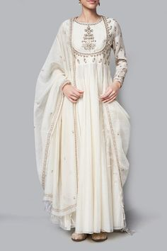 The white chanderi suit, is embroidered with floral motifs that remind you of lush beautiful gardens of summer. The Amaara kurta, paired with a churidar and dupatta, is the perfect addition to your summer wardrobe. Kurta Designs, Kurti Designs Party Wear, Blouse Designs, Stylish Dresses, Casual Dresses, Fashion Dresses, Peplum Dresses, Skater Dresses, Formal Dresses